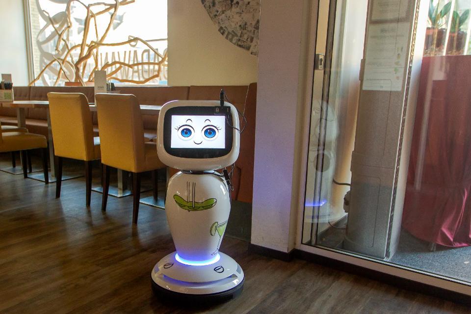 Robots used in restaurant Dadawan in Maastricht