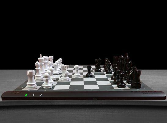 Squareoff rollup chessboard.jpg