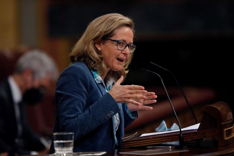 La vicepresidenta tercera del Gobierno y ministra de Economía, Nadia Calviño, interviene en la Cámara baja, el miércoles.