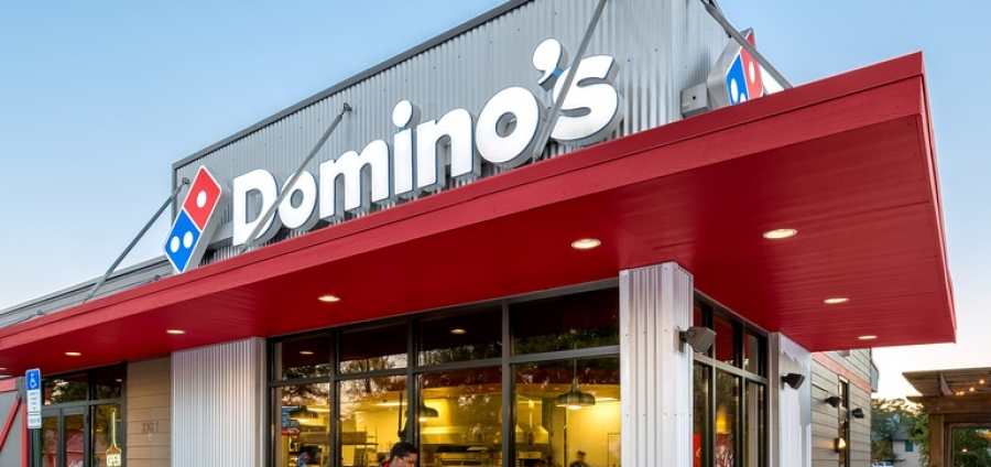 Domino's expands contactless services with carside delivery | Restaurant Dive